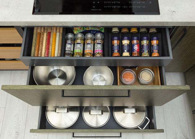Puustelli laatikoiden ja kaappien varusteet, lisätarvikkeet, sähkötarvikkeet ja kalustehelat