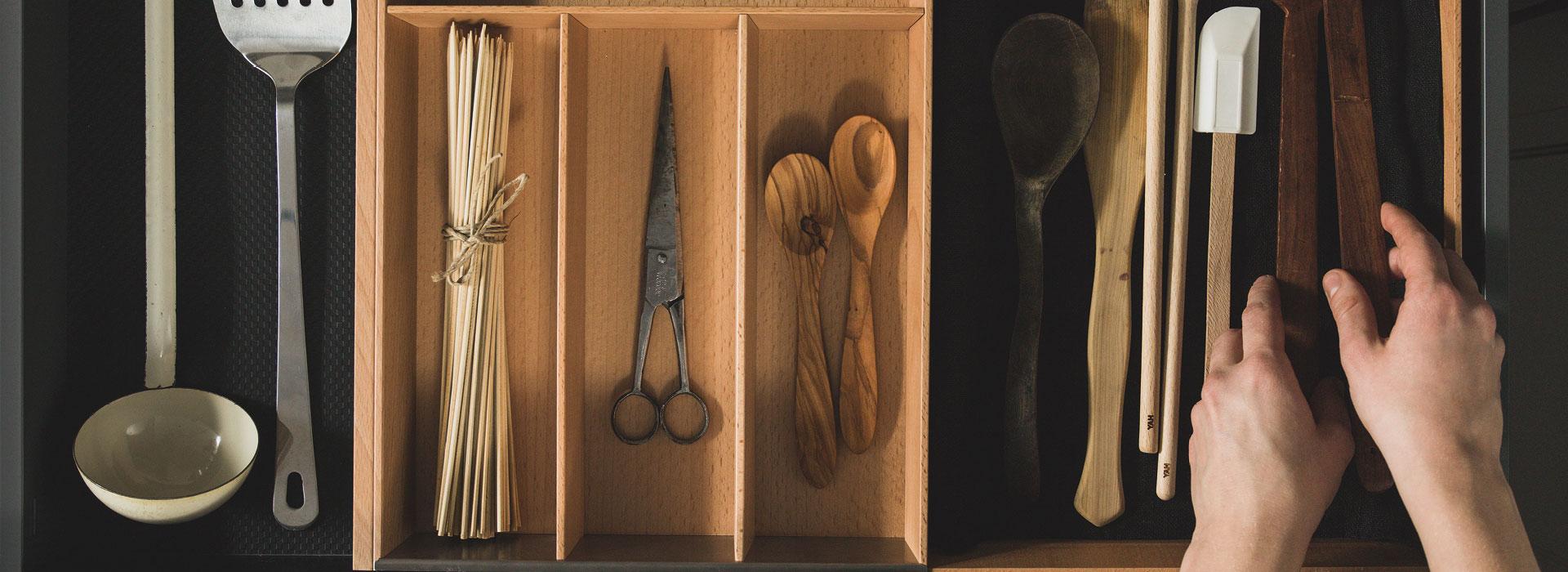 Puustelli keittiön varusteet ja lisätarvikkeet laatikoihin ja kaappeihin